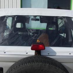 Bâche arrière réalisée sur-mesure pour une voiture Suzuki