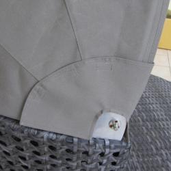 Détail de l'ombrage tissu fauteuil extérieur terrasse