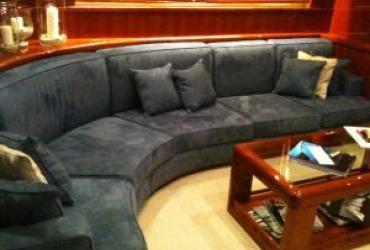 Sellerie de bateau, un canapé d'angle en tissu
